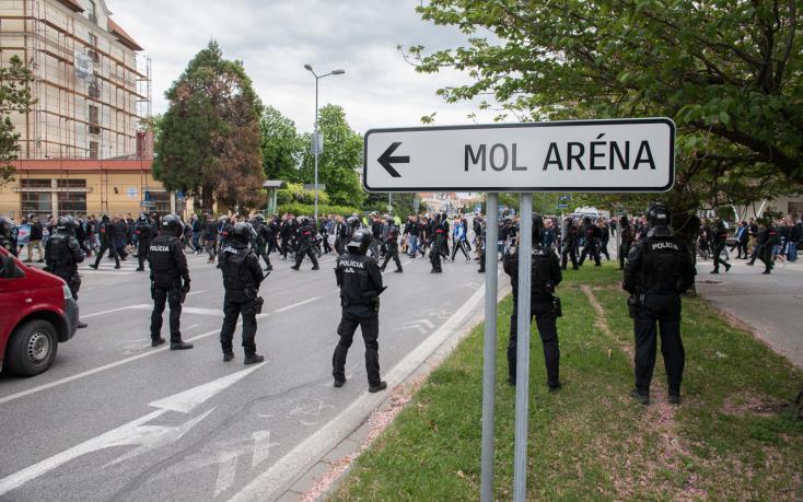 Szokásukhoz híven nagy hanggal jöttek, de búsan kellett távozniuk a Slovan-szurkolóknak (FOTÓK)