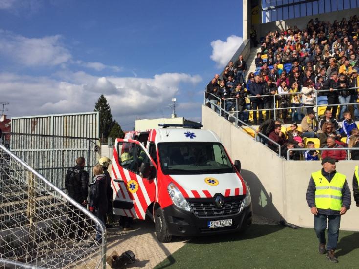 DAC-Slovan: Kiküldték a Slovan szurkolóit a stadionból, többen megsérültek! (videó)